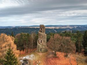 Rozhledna Krásenský vrch: Kamennou věž společnými silami vybudovala celá obec