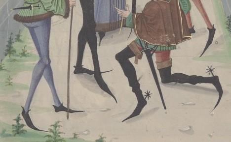 Chodit v botách s ohromnou špičkou není pro muže v období gotiky zrovna příjemné.