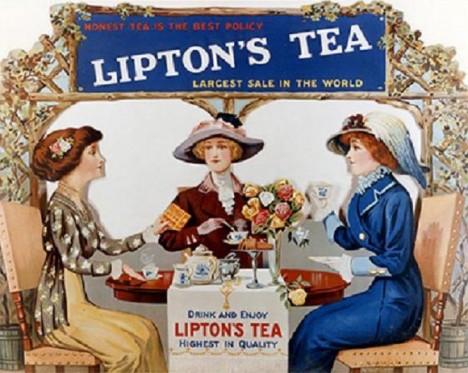 Čajové dýchanky jsou ve Velké Británii oblíbenou dámskou zábavou.