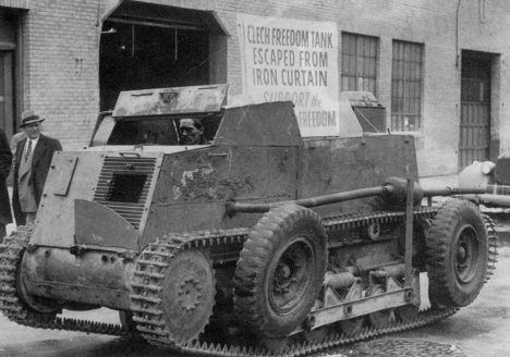 Český tank šokuje obyvatele v bavorském Höllu. Nejdříve si myslí, že přijeli Rusové.