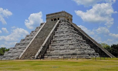 Španělé nazývají Kukulkánovu pyramidu slovem El Castillo, tj. Hrad.
