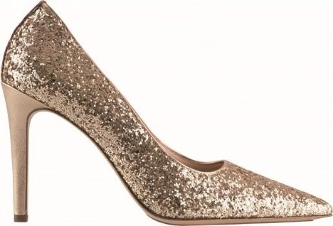 Nejlepší volbou, kterou na večírku bezesporu oslníte, jsou lodičky na vysokém podpatku poseté třpytky.