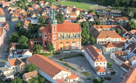 Pohled na Starou Boleslav. Dodnes není jasné, proč upíry pohřbili nedaleko původního centra křesťanství, místa pobytu sv. Václava.