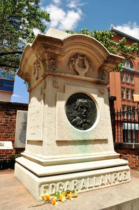 Spisovatel Poe je pohřbený v Baltimoru, v americkém státě Maryland.