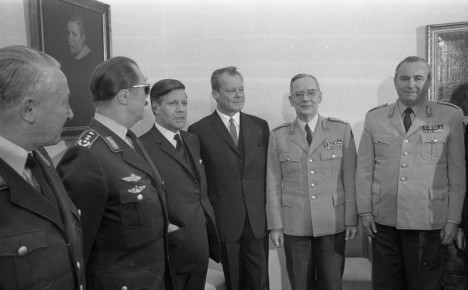 Bundeswehrführung bei Bundeskanzler Brandt in Bonn Von rechts: Heeresinspekteur Schnez, Generalinspekteur de Maiziere, Bundeskanzler Brandt, Verteidigungsminister Schmidt, Luftwaffeninspekteur Steinhoff Depicted people Brandt, Willy: Bundeskanzler, Vorsitzender der SPD, Regierender Bürgermeister Berlin-West, Bundesrepublik Deutschland Schmidt, Helmut: Bundeskanzler, Verteidigungsminister, SPD, Bundesrepublik Deutschland Maiziere, Ulrich de: General, Generalinspekteur der Bundeswehr, Bundesrepublik Deutschland (PND 118576550) Schnez, Albert: Oberst, Heeresgruppe Süd, Heeresinspekteur der Bundeswehr, Bundesrepublik Deutschland Steinhoff, Johannes: Ritterkreuz (RK), Luftwaffe, Generalleutnant, Inspekteur der Luftwaffe, Bundesrepublik Deutschland (PND 118617508) Depicted place Bonn Date 8 December 1969 The group's stated goal was to protect the emerging state of Western Germany from potential Communist invasion, but in practice it devoted itself to the surveillance of domestic left-wing politicians, including Social Democrat (SPD) Fritz Erler, and prominent student activists, like Joachim Peckert. (Peckert later became a senior official at the West German Embassy in Moscow.) The group's chief organizer, Albert Schnez (directly above, at right), reportedly maintained ties with the Nazi intelligence service of General Reinhard Gehlen, as well as the League of German Youth—banned by the West German government in 1953 for its right-wing extremism—and its specialized Technical Service, which also included former Nazi officers and was also secretly funded by the American government in preparation for a war against the Soviets.