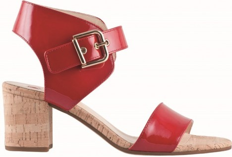 Značka Hogl nabízí celou řadu bot se zajímavým řešením pásků, které uchycují patu.