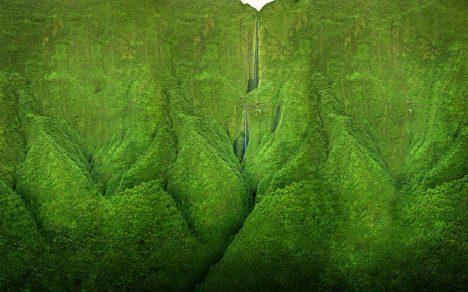 Severní cíp havajského ostrova tvoří hory porostlé neprostupnou džunglí. Právě zde můžete najít vodopád, který si jako kulisu vybrali filmaři Jurského parku. Prohlédnout si jej ale můžete jen zhelikoptéry či letadla, po zemi je toto údolí prakticky nepřístupné.