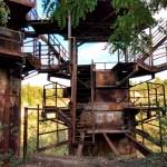 VIDEO: Zbytky koncentráku z Schindlerova seznamu pokryl plevel!