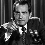 Nixon v koncích: Soudu musí vydat nahrávky k Watergate