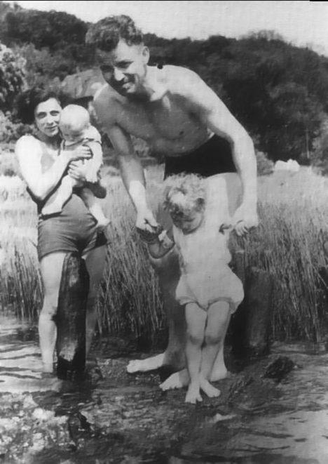 Cela rodina Augusta Landmessera se pro věčné perzekuce sejde jen na jedné fotografii.