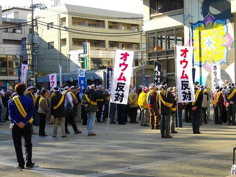 Japonci protestují proti vražedné sektě.