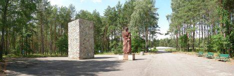 Místo nacistických hrůz dnes připomíná památník.