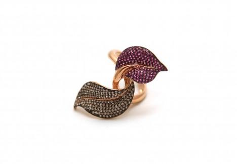 Ozdobte svůj prst květinovým prstenem. Neotřelý a designový doplněk se vám nikdy neztratí.
