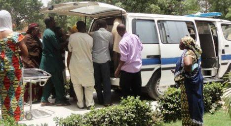 Policie odváží dvě zadržené manželky.