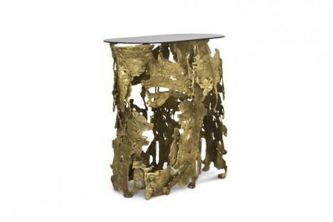Romantická kabinet Camilia zdobí nejednu královskou jídelnu. Inspirací byly šlechtické paláce alexandrijské éry. Skříňku korunuje řemeslná výroba v podobě ručně vyřezávaného páva s jemnou rytinou, zakončenou pozlacením.