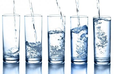 Přes den vypijte dostatek neperlivé čisté vody.