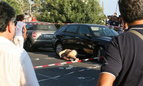 Gaetano Marino zastřelen v italském rekreačním středisku, když odcházel z pláže.