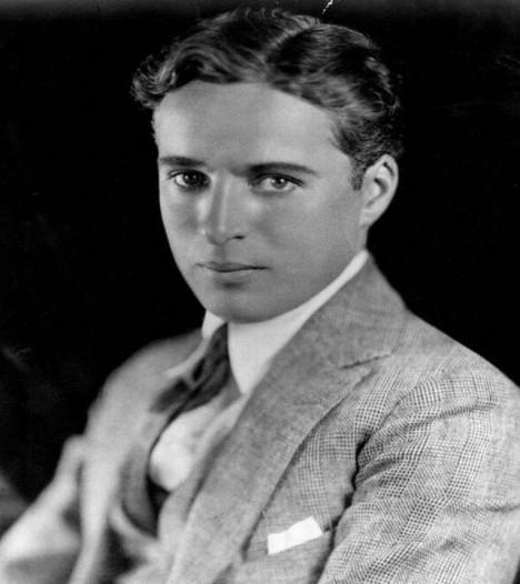Mladý Charlie Chaplin, ještě bez svého typického černého knírku.