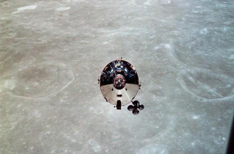 Co slyšela posádka modulu na oběžné dráze Měsíce?
