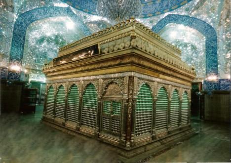 Alího hrobka přitahuje muslimy jako magnet. Ročně ji navštíví až pět milionů věřících.