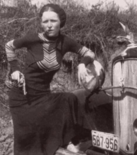 BonnieParkerCigar1933 (2)