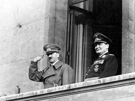 Adolf Hitler usiluje o získání vzdušné nadvlády nad kanálem La Manche, aby mohl uskutečnit invazi do Velké Británie.