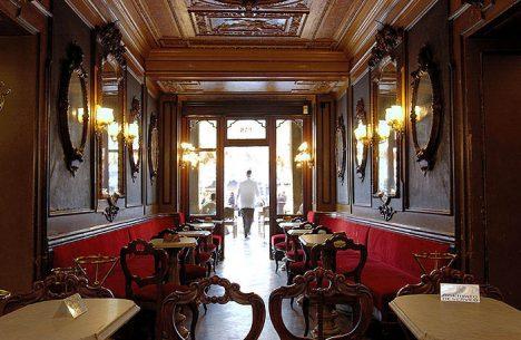 Caffé Florian v Benátkách si dodnes ponechává svoji starosvětskou atmosféru.