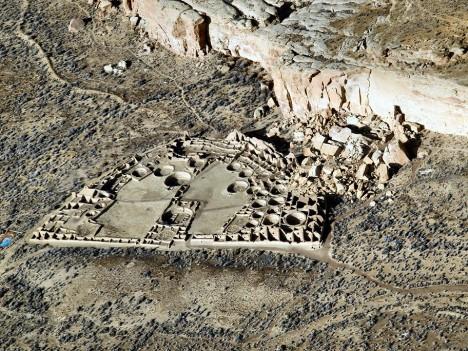 Další teorií je, že kaňon byl dříve zalesněn a indiáni spotřebovali všechno dřevo na stavbu Puebla Bonito.
