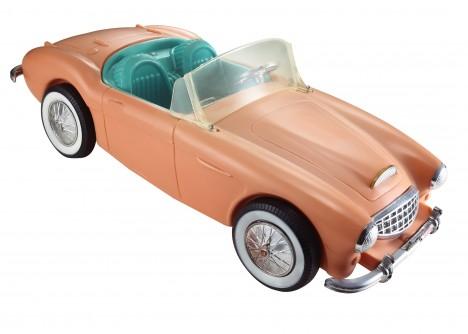 Do Barbíniny výbavy přibude v roce 1961 i auto.