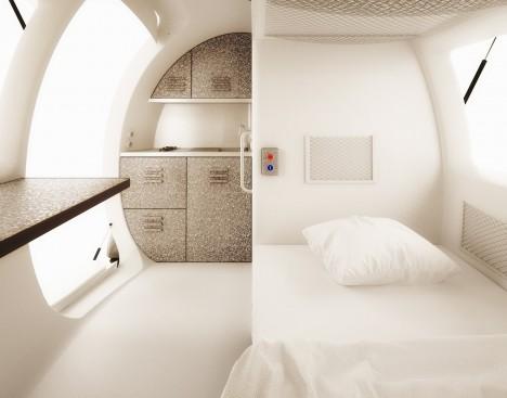Pohled do interiéru Ecocapsule ukazuje, jak se architektům podařilo všechno důležité vměstnat na osm metrů čtverečních.