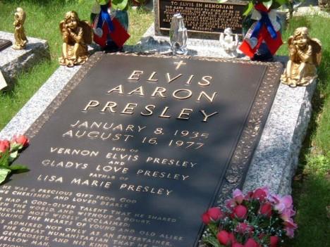 Elvis-Presley-s-Grave-elvis-presley-3857595-800-600