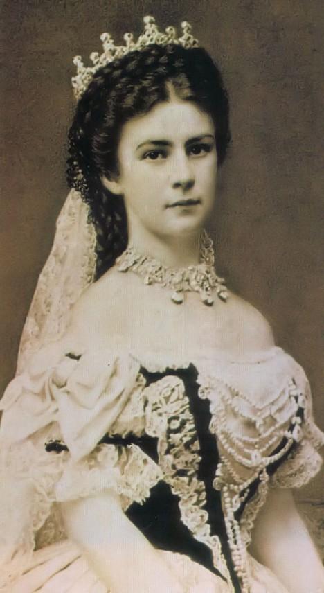 Císařovna Sissi miluje korzety nade vše. A na svůj útlý pas je patřičně hrdá.