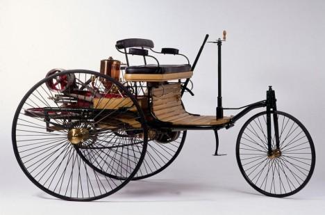 Carl Benz vyvíjel v roce 1885 první automobil na světě.
