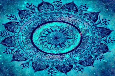 Mandala je kruhový obrazec, který svými pravidelně uspořádanými geometrickými tvary údajně vyvolává v hlavě harmonii.