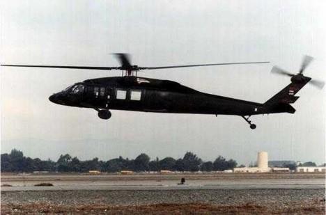 Pilotují černé helikoptéry muži v černém, kteří s nimi létají na místa, na nichž zanechali stopu mimozemšťané?