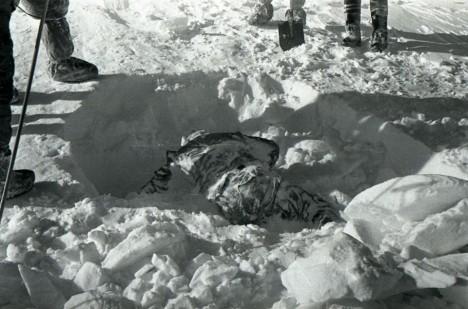 Záhadnou smrt členů Djatlovovy výpravy se snažila objasnit celá řada badatelů.