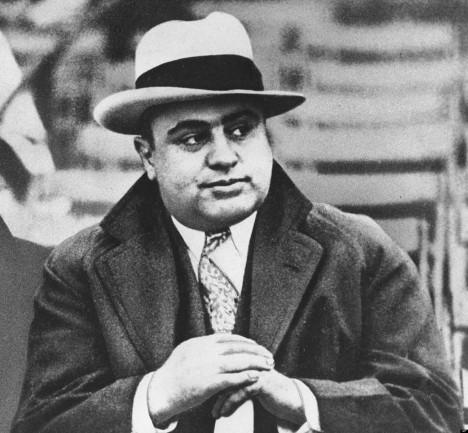 Nejslavnějším mafiánským bossem Cosa Nostry se stal legendární Al Capone, který v Chicagu kontroloval obchod s alkoholem, zbraněmi i prostituci.