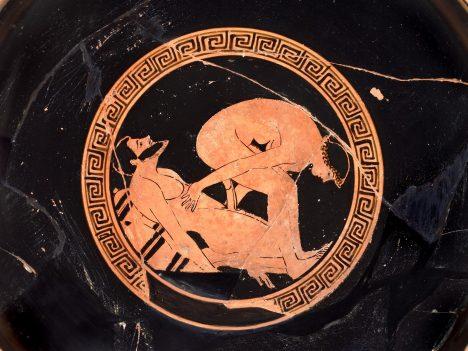 Zdrojem bohatství byla i vyhlášená korintská keramika, která se vyvážela do celého Středomoří. A často byla ozdobena nejrůznějšími necudnými a lascivními výjevy.