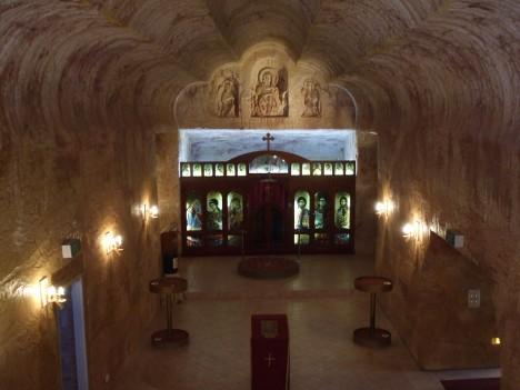 V australských opálových dolech můžete najít třeba kostel vytesaný přímo do skály.