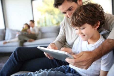 Ve vyspělých státech používá denně počítač či tablet více než polovina dětí ve věku 2–4 let, ve věku 5–8 let je to už 90 % dětí.