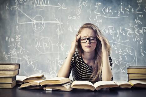 Nejvíce zapomínáme v prvních hodinách po naučení se něčemu – množství zapomenutých informací po 5 dnech a po měsíci se už liší jen málo.