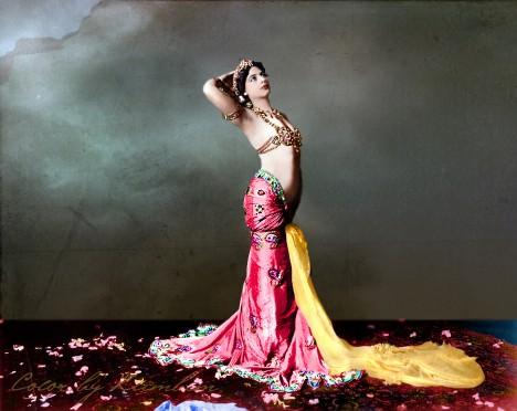 Umění orientálního tance se naučila na Jávě a Sumatře, když se pak vrátila do Evropy, stala se prakticky přes noc uznávanou celebritou.
