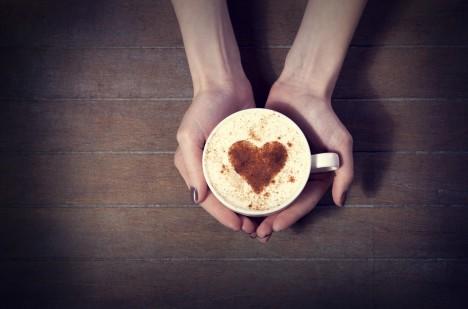 Káva nemá tak špatný vliv na krevní tlak a srdce, jak se dříve myslelo.