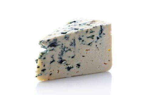 Modré plísně najdeme například uvnitř sýrů roquefortového typu či gorgonzoly. Vznikají obohacením sýra o plísně Penicillium roqueforti.