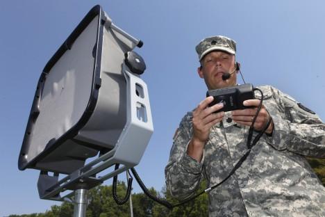 Armáda používá k rozhánění davů zvuková děla s účinností do stovek metrů. Jsou schopná poškodit sluch a způsobit intenzivní bolesti.