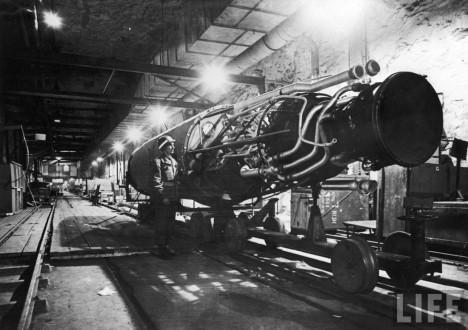 K nejtajnějším továrnám patřily ty, kde se pracovalo na výrobě raketových motorů. Součástí těchto komplexů však mohly být i laboratoře jaderného výzkumu.
