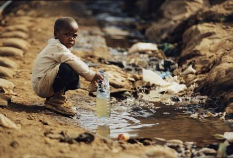 I přes velké zásoby podzemní vody tak stále mnoha místům na planetě hrozí sucha a nedostatek zdrojů pitné tekutiny.