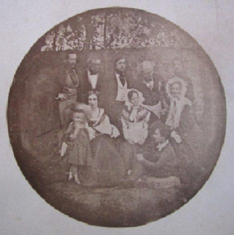 Fotografie rodiny Karla Chotka z roku 1839 se stává zároveň nejstarším dochovaným portrétním snímkem na našem území.