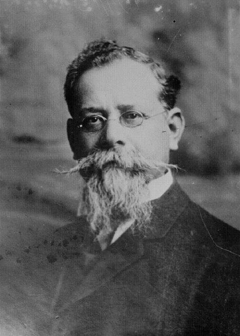 Guvernér Venustiano Carranza donutí diktátora Huertu utéct do exilu.