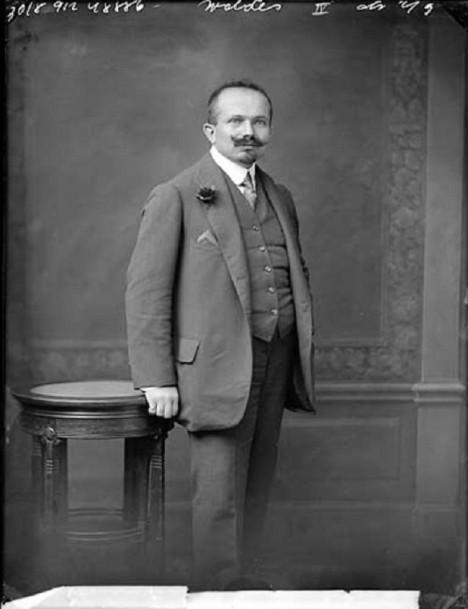 Jindřich Waldes dokáže díky nápadu a schopnostem vybudovat podnik, který v roce 1914 zaměstnává 3000 lidí.